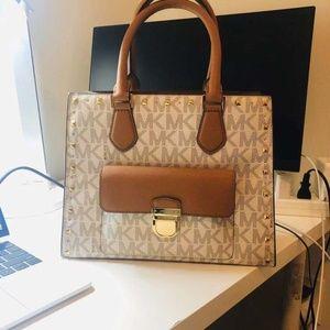 Michael Kors handbag - 99% New - MK Mercer